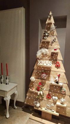 Inexpensive Rustic Christmas Decorations – Pallet Christmas Trees Pallet trees are super easy DIY Christmas decorations that you can make for almost nothing So if you need some inexpensive rustic Holiday decor ideas try these
