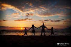 Maui family portrait at sunset in Kihei, Maui / Family silhouette / www.mikesidney.com