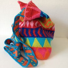 crochet bag inspiration- also nice video intro to tapestry crochet