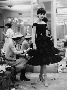 """La mode est comme l'architecture: il s'agit d'une question de proportions"".  ""Fashion is like architecture: it is a matter of proportions"".  Gabrielle ""Coco"" Chanel fitting a model in her Paris atelier, date unknown."