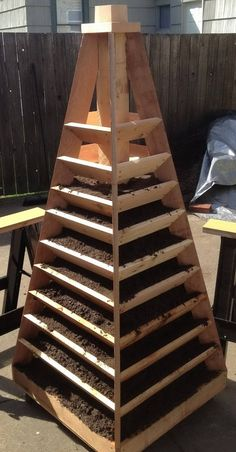 How to build a herb/strawberry tower. Vertical Garden Pyramid this with round roller to spin/move it, put in driveway behind cars. When you water, all the dirt washes out the bottom rungs, :( Needs an inner watering method Outdoor Projects, Garden Projects, Home Projects, Diy Jardin, Strawberry Tower, Strawberry Garden, Tower Garden, Garden Structures, Raised Beds