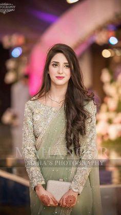 Fancy Dress Design, Stylish Dress Designs, Bridal Dress Design, Stylish Dresses For Girls, Girls Maxi Dresses, Beautiful Dresses For Women, Pakistani Dresses Casual, Pakistani Dress Design, Pakistani Bridal Hairstyles