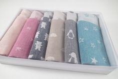 Pick 6 bandana bibs in gift box(Etsy のMIKIbabyblanketより) https://www.etsy.com/jp/listing/493556808/pick-6-bandana-bibs-in-gift-box