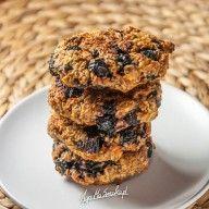 Ciastka-owsiano-migdalowe-z-aronią-z-aronia-bez-cukru-zdrowe-1 Gluten Free Recipes, Free Food, Cereal, Muffin, Yummy Food, Cookies, Chocolate, Breakfast, Desserts