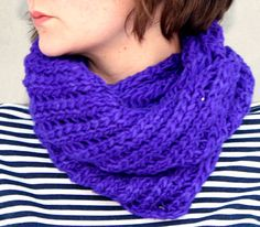 This cowl has is knitted in a way that makes it look twisted, hence the name. The method also makes it airy and suitable for use indoors as well as outdoors. You´ll get it twice around your head. by Pickles. Find the free pattern here: link