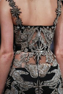 See detail photos for Alexander McQueen Fall 2016 Ready-to-Wear collection. - - See detail photos for Alexander McQueen Fall 2016 Ready-to-Wear collection. Source by firatsite Style Couture, Couture Mode, Couture Details, Fashion Details, Look Fashion, Couture Fashion, Runway Fashion, High Fashion, Fashion Show