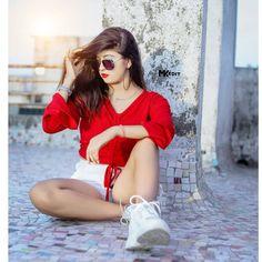 Lovely Girl Image, Cute Girl Pic, Cute Girl Poses, Beautiful Girl Photo, Beautiful Girl Indian, Girls Image, Cute Girls, Beautiful Hands, Stylish Photo Pose
