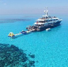 Luxurious Yachts around the globe, inclusive of superyacht & gigantic yachtcharters. Travel Images, Travel Pictures, Travel Photos, Yacht Boat, Yacht Club, Assurance Auto, Yacht For Sale, Tourist Information, Yacht Design