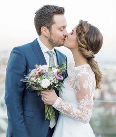 İstanbul'dan Londra'ya uzanan bir aşkın kahramanları Büşra ve İbrahim... ✈️ Bu mutlu günlerinde onlarla olmaktan çok mutluyum  Sevgilerimle  #busraibrahimwedding —— Buket  @hippimippi #weddingbouquet #floraldesign #vesaireatolye ———  info@gizemtoker.com  DM  #dugunfotografcisi #weddingphotographer #fineartwedding