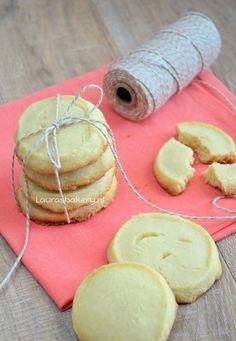 Vanille shortbread koekjes - Laura's Bakery (recipe in Dutch) Dutch Cookies, Shortbread Cookies, No Bake Cookies, Yummy Cookies, Cake Cookies, No Bake Cake, Cupcakes, Bakery Recipes, Cookie Recipes