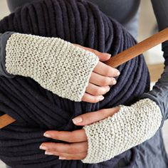 Oh my this is the simplest free knitting project EVER! Source: Daily Fix Fingerless mittens You need Vinnis Colours Bambi DK in the colours of your choice knitting needles darning needle with a large eye Cast. Fingerless Gloves Knitted, Crochet Gloves, Knit Mittens, Knit Crochet, Knitting Patterns Free, Free Knitting, Crochet Patterns, Free Pattern, Simple Pattern