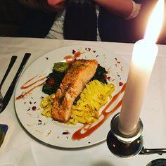 Ausschlafen, Binge-Watching und Candlelight-Dinner mit meinem Valentine! ❤️ #valentinstag #food #foodporn #Lachs #Restaurant #love #dinner