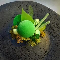 Gin, cucumber, lime leave by posted via Gourmet Desserts, Fancy Desserts, Plated Desserts, Decoration Patisserie, Food Decoration, Dessert Mousse, Michelin Star Food, Plate Presentation, Beautiful Desserts