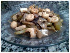 Mais uma deliciosa invenção do meu chef-particular-privativo-exclusivo Leonardo Guimaraes: Refogado de cogumelos e alho poró - http://jeitosaudavel.wordpress.com/2014/02/05/refogado-de-cogumelos-e-alho-poro/