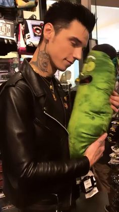 He's straight up the prettiest guy I have ever seenYou can find Andy biersack and more on our website.He's straight up the prettiest guy I have ever seen Black Veil Brides Andy, Black Viel Brides, Andy Black, Andy Biersack, Pretty Men, Pretty Boys, Bvb Fan, Ronnie Radke, Falling In Reverse