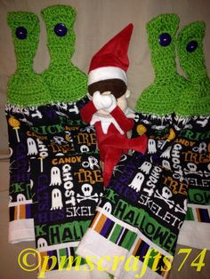 BOO - Elfie is scared! Great Halloween towels with lime green top - skulls, ghosts, bones, spiders and more! See item #190672344114 on Ebay #pmscrafts #pmscrafts74 #elfie #crochettowel