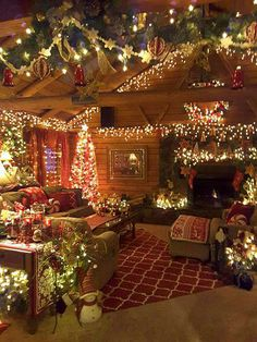 Looking for inspiration and a great mood with Christmas aesthetic ideas? Save my collection of these Christmas lights aesthetic, wallpaper and sweater ideas. Christmas Scenes, Noel Christmas, Country Christmas, Cabin Christmas Decor, Christmas Bedroom Decorations, Christmas Things To Do, Christmas Kitchen, Christmas Nails, Christmas Cookies