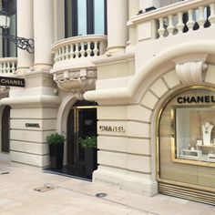 Chanel amazing boutique in Montecarlo Chanel Poster, Luxury Store, Luxe Life, Beige Aesthetic, Facade Design, House Design, Aesthetic Pictures, Minimalism, London
