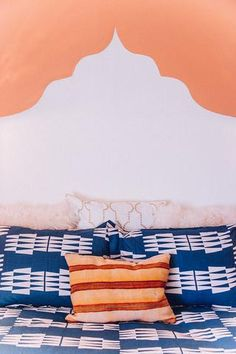 No headboard? DIY this easy and chic 'headboard' with paint! Pick your paint color! I chose 'Apricot Ice' with a flat finish because coral is a relaxing but vibrant color--perfect for a bedroom. Butterfly House, Blue Butterfly, Painted Headboard, Red Colour Palette, Paint Stripes, Boho Diy, Diy Bed, Art Deco Design, Beach House Decor
