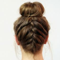 20 Lazy Day Hairstyles That Are Quick And Cute AF Lazy day hairstyles are lifesavers when you just don't have the energy to put effort into your appearance. Here are 20 different lazy day hairstyles that are super cute! Lazy Day Hairstyles, Easy Everyday Hairstyles, Cute Braided Hairstyles, Box Braids Hairstyles, Party Hairstyles, Upside Down French Braid, Hair Donut, Fibre Textile, Cool Braids