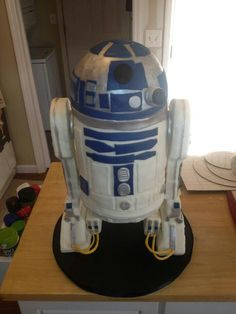 Ashley Henson Barbey cakes...R2D2 - complete with sound bytes!