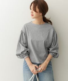 DOORSのトップス / Tシャツ・カットソー「ボリュームスリーブプルオーバー」(DR84-21M404)をお買い求めできます!アーバンリサーチ、URBAN RESEARCH、DOORS、ROSSO、かぐれ、KBF、SENSE OF PLACE、Sonny Label、SMELLY、RODE SKO、UR SELECTの公式オンラインストア。新着アイテムが毎週入荷!! Fasion, Fashion Outfits, Womens Fashion, Blouse Patterns, Sewing Patterns, Shirt Blouses, Shirts, Japan Fashion, Dressing Rooms