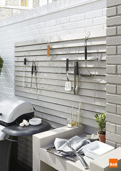 Create a utensil rack out of fence panels for all your BBQ and outdoor dining utensils. Keeping everything within easy reach for all that summer entertaining. Utensil Racks, Paneling, Outdoor Rooms, Cool Diy Projects, Garden Deco, Outdoor Dining, Fence Panels, Pallet Furniture, Pallet Garden Furniture