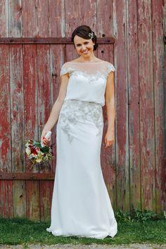 Brautkleid Enzoani Vintage - Scheunenhochzeit in Rot und Blau | Hochzeitsblog The Little Wedding Corner