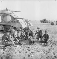 Grant tank crews sit down to a brew near their vehicles, Libya, 8 June Ww2 Pictures, Military Pictures, Ww2 Photos, British Soldier, British Army, North African Campaign, Erwin Rommel, Afrika Korps, Ww2 Tanks