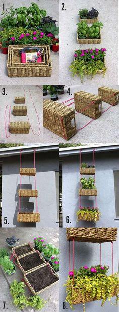 Jardin vertical avec des paniers en osier