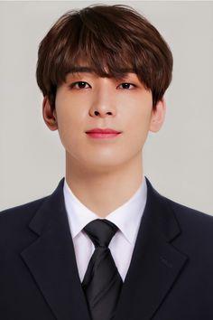 Mingyu Wonwoo, Id Photo, Won Woo, Seventeen Wonwoo, Seventeen Wallpapers, Pledis Entertainment, Man Crush, Kpop Groups, Boyfriend Material