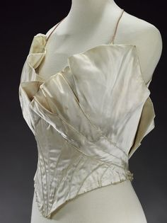 Evening bodice (image 2)   Charles James   American   1937-1939   satin   Victoria & Albert Royal Museum   Museum #: T.289-1978