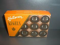 Süß: Bestimmte Produkte werden automatisch mit der DDR in Verbindung gebracht - auch wenn es sie schon lange vor der Staatsgründung gab. Bestes Beispiel. Die Halloren-Schokoladenfabrik gilt als die älteste Deutschlands, produzierte also nicht nur 40 Jahre lang Süßigkeiten. Das bekannteste Produkt sind die Original Halloren-Kugeln, die ihren Namen von den in Halle in früherer Zeit tätigen Salzwirkern, den Halloren, haben. Die Marktverbreitung war zu DDR-Zeiten enorm.