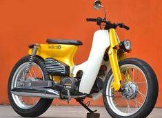 Quite nice colour on this custom cub. Small Motorcycles, Vintage Motorcycles, Custom Moped, Custom Bikes, Honda C70, Café Race, Estilo Cafe Racer, Honda Bikes, Honda Scooters