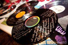 Record guest book Rock n Roll, red and black, Las Vegas Wedding, Scheme Events wedding planner Wedding Planning Book, Wedding Event Planner, Event Planning, Wedding Party Songs, Rockabilly Wedding, Rockabilly Decor, Rock Star Party, Wedding Guest List, Wedding Ideas