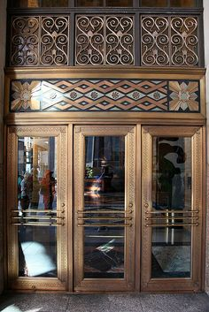 This is the main entrance of the Southern California Edison building. You seldom see detail like this on corporate buildings any more. Bauhaus, Art Deco Door, Art Deco Buildings, Cool Doors, Art Nouveau Architecture, Art Deco Furniture, Art Deco Design, Art Deco Fashion, Decoration