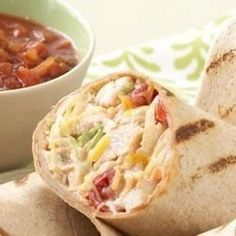 Love these Mexican grilled chicken wraps! Love these Mexican grilled chicken wraps! Mexican Grilled Chicken, Grilled Chicken Wraps, Chicken Wrap Recipes, Lunch Snacks, Clean Eating Snacks, Lunches, Paninis, Sour Cream Chicken, Wrap Sandwiches