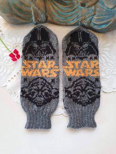 Ravelry: Star Wars II pattern by Lotta Lundin Star Wars Crochet, Crochet Stars, Knit Crochet, Knitting Patterns, Crochet Patterns, Photo Tutorial, Mittens, Ravelry, Socks