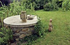 Víko studny slouží jako malá galerie