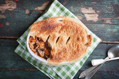 Receta de pie de atún hojaldrado Steak Pie Recipe, Oven Baked Steak, Pie Recipes, Vegan Recipes, Easy Slimming World Recipes, Bacon Potato, Gratin Dish, Broccoli Cheddar, Pie Dish