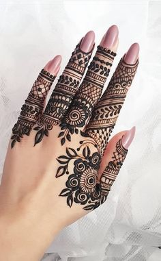 What is a Henna Tattoo? Henna tattoos are becoming very popular, but what precisely are they? Henna Hand Designs, Eid Mehndi Designs, Modern Henna Designs, Indian Henna Designs, Mehndi Designs For Fingers, Beautiful Henna Designs, Latest Mehndi Designs, Henna Tattoo Designs, Mehndi Fingers