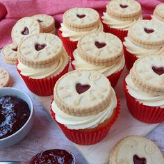 Jammie Dodger Cupcakes - delicious vanilla cupcakes filled with raspberry jam, topped with a vanilla buttercream and a Jammie Dodger biscuit! Tray Bake Recipes, Cupcake Recipes, Dessert Recipes, Desserts, Cupcake Ideas, Cupcake Cakes, Biscoff Cupcakes, Vanilla Cupcakes, Vanilla Buttercream