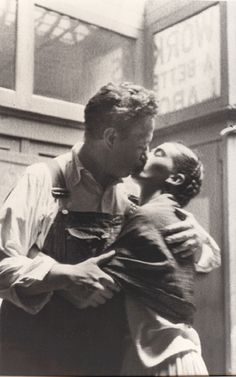 """i-love-art: """"Diego Rivera and Frida Kahlo Caught Kissing, New Workers School, New York City, 1933-LUCIENNE BLOCH """""""