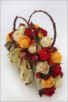 Candy Flowers, Paper Flowers Craft, Crepe Paper Flowers, Flower Crafts, Diy Flowers, Flower Art, Paper Crafts, Bouquet Box, Paper Bouquet