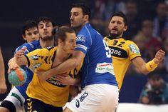 Aber auch kämpfen gehört für die Löwen vom Flussdelta dazu: Hier gegen Igor Vori vom HSV Handball    repinned by someid.de