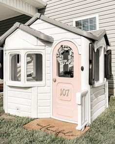 How to Paint a Playhouse Makeover DIY Little Tikes Playhouse, Diy Playhouse, Barn Quilts For Sale, Cube Storage Shelves, Diy Dining Room Table, Rustic Frames, Diy Garage, Wood Bowls, Kids House