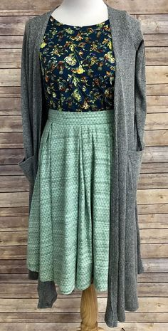 Think Spring! LuLaRoe Madison and Gigi with Sarah duster cardigan. For more outf. - Outfits for Work - Think Spring! LuLaRoe Madison and Gigi with Sarah duster cardigan. For more outf. Modest Dresses, Modest Outfits, Skirt Outfits, Modest Fashion, Fashion Outfits, Womens Fashion, Petite Fashion, Fashion Trends, Church Outfits