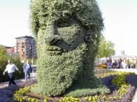 This enormous living bust of Janus, the god of beginnings and endings in Roman mythology, was created for the 2003  Mosaiculture  show in Montreal by artisans from Genoa, Italy.