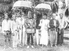 Group of Moros ca. 1900. The guy in the middle has the best clothes. Perhaps he's a Datu.