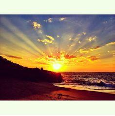 Uno de los amaneceres en #PuntaMita.  One Sunrise in Punta Mita, Nayarit